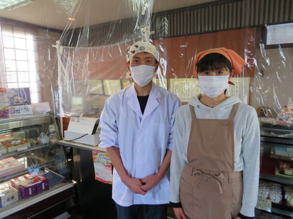 甘楽庵山ぐちでは店員がマスクを着用しています