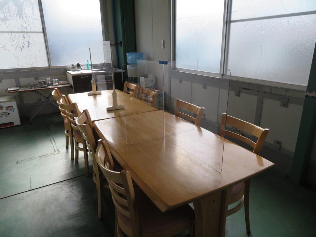熊井戸製作所では飛沫防止パーティションを設置しています