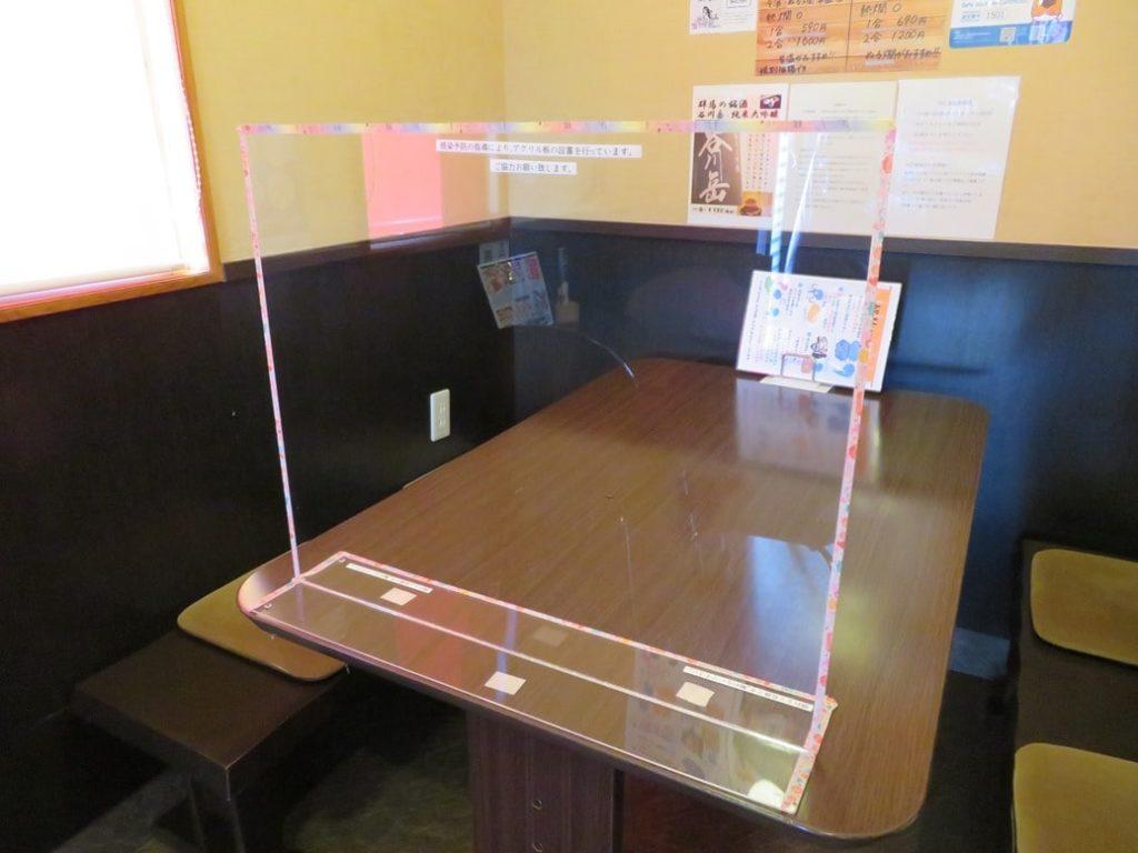 居酒屋みやもんでは、飛沫防止のためのアクリル板を設置しています