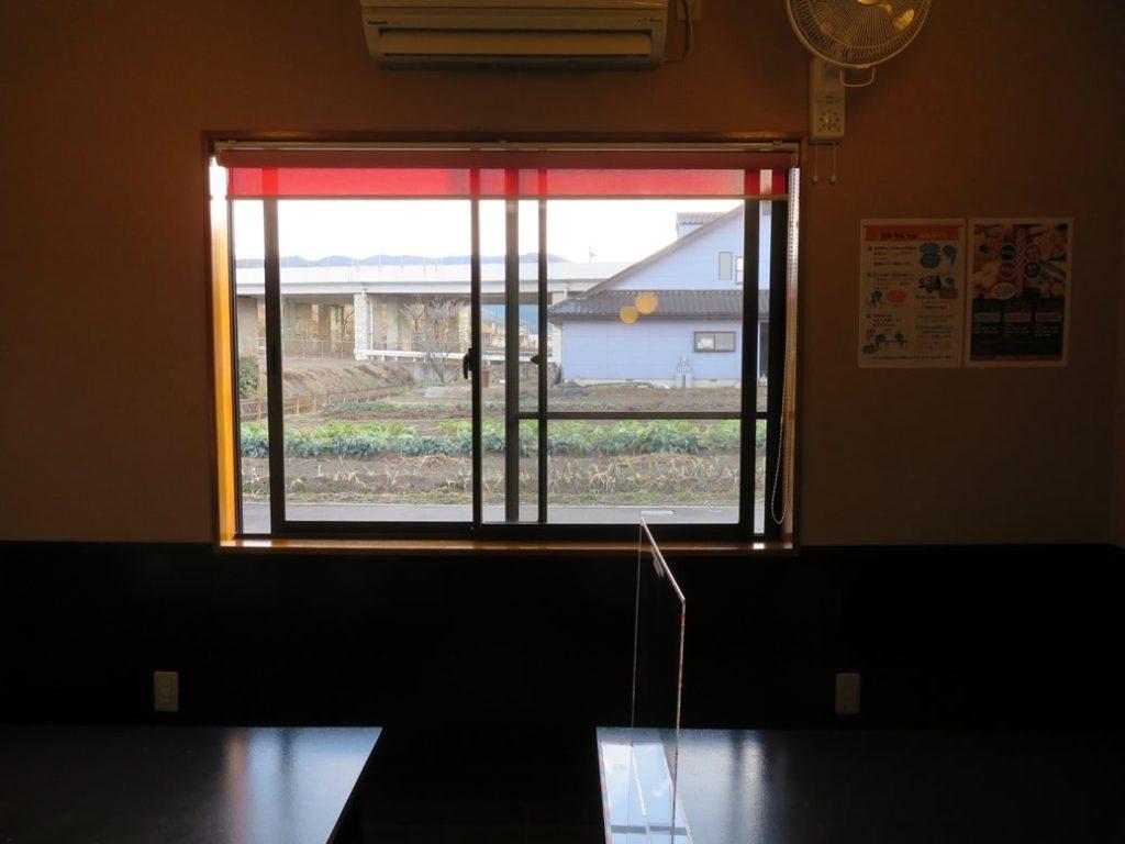 居酒屋みやもんでは窓による換気を励行しています
